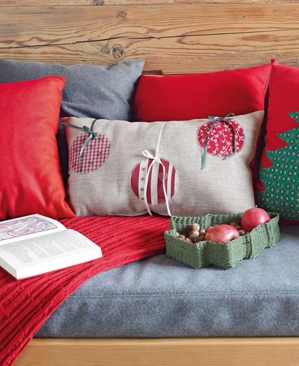 Kissen mit Weihnachtskugel