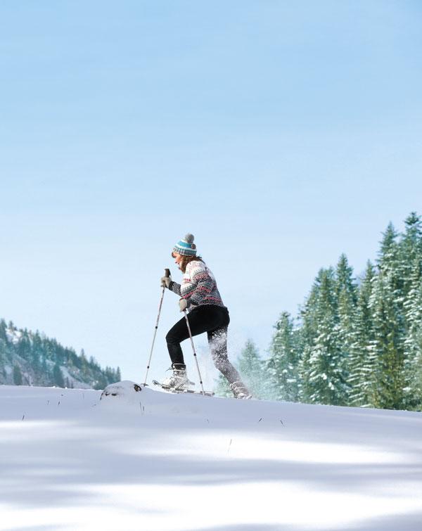 Auf Schneeschuhen durch die glitzernde Winterlandschaft
