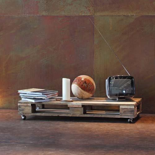 aus europalette ehrfurcht gebietend couchtisch aus interior diy kchenregal aus paletten. Black Bedroom Furniture Sets. Home Design Ideas