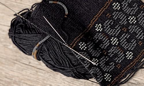 Schmuckstücke aus Wolle selber stricken | LandIDEE Magazin
